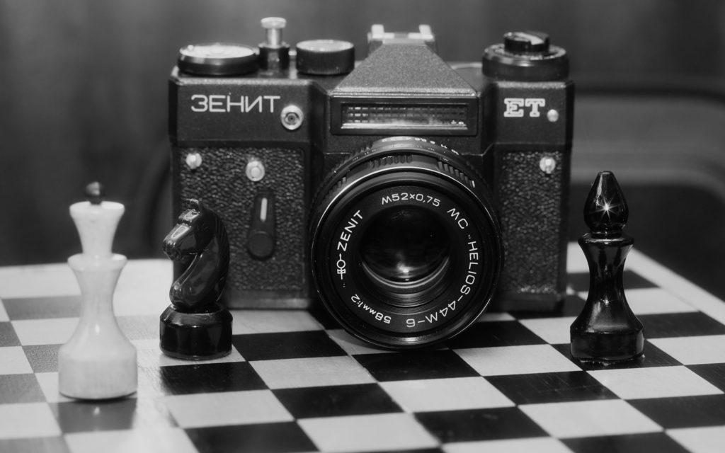 О себе - и шахматы, и фотокамера